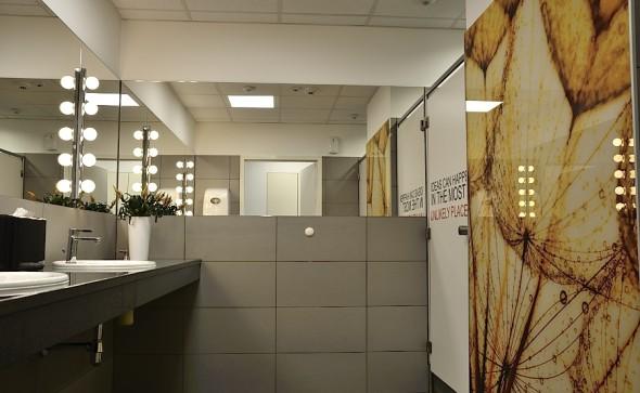 łazienka publiczna, toaleta biurowa, projekt toalety, piekne wnętrze